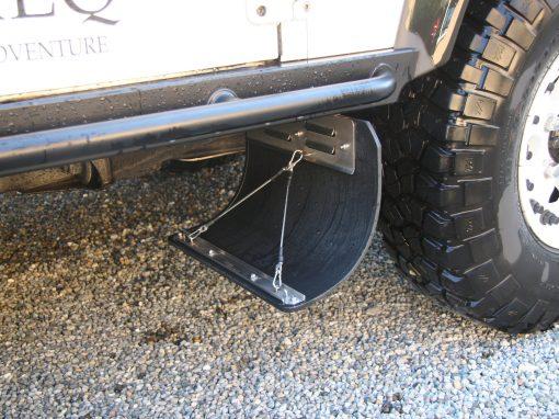 Halterung fuer Spritzlappen Land Rover Defender