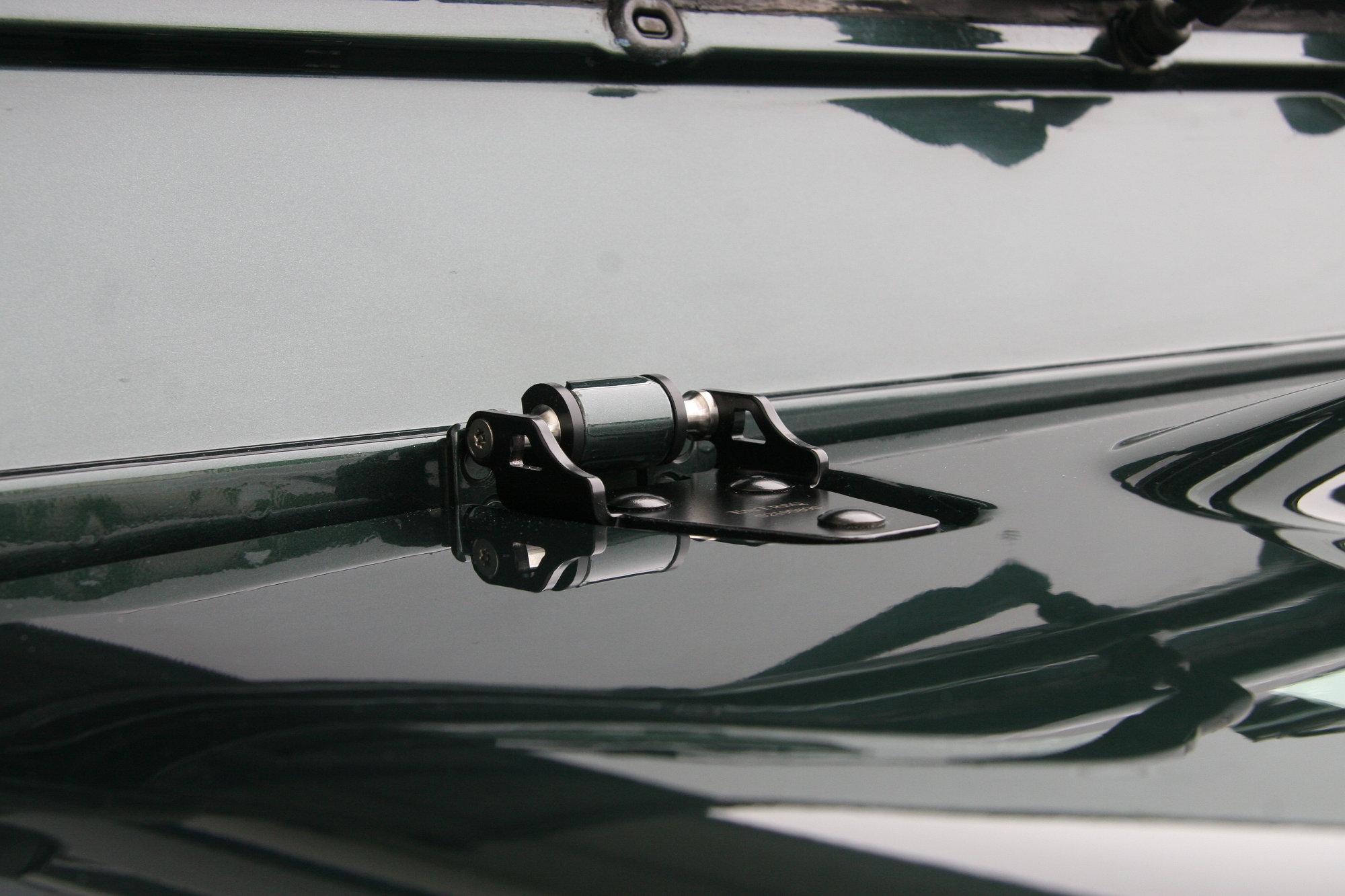 Haubenscharnier Land Rover Defender.002