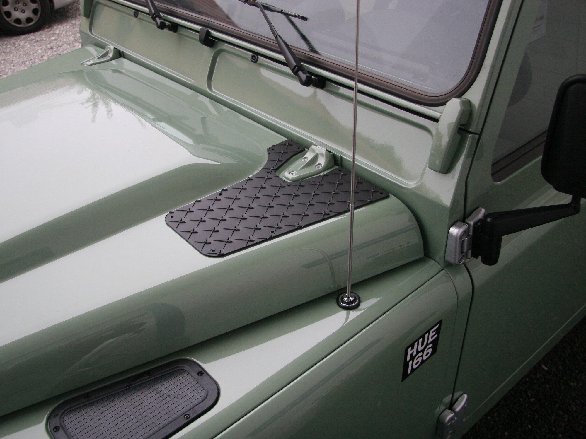 Haubentritte Land Rover Defender.001