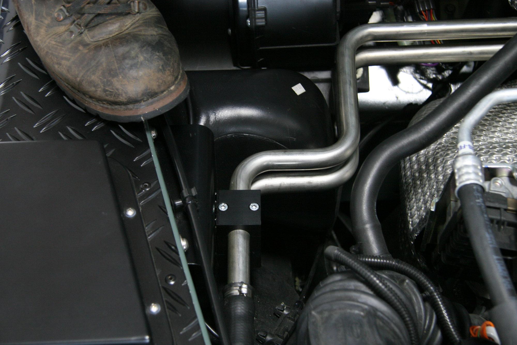Kotfluegelstuetzbleche Land Rover Defender.001