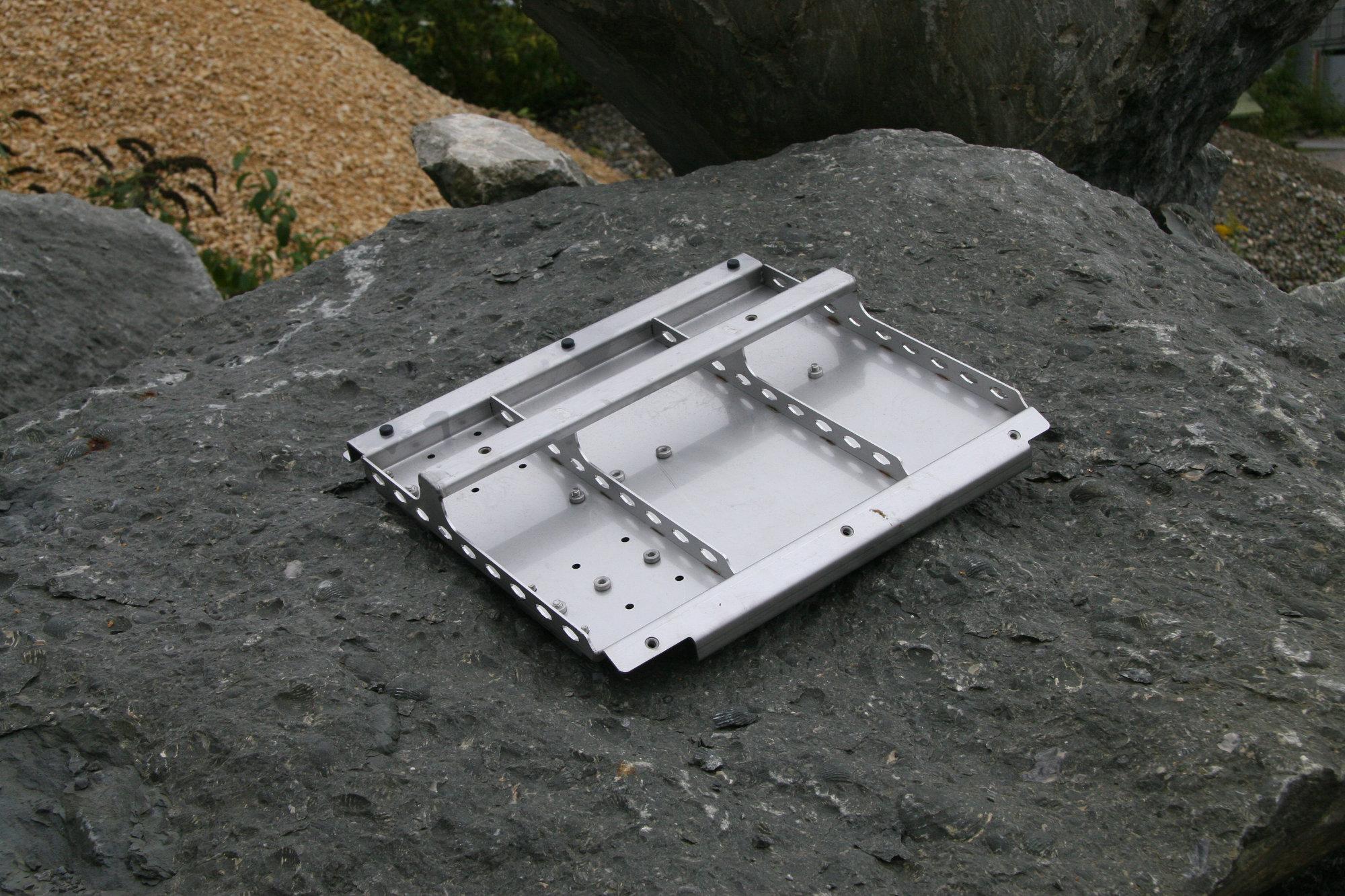 Doppelbatterietraeger Doppelbatteriehalterung Land Rover Defender.001