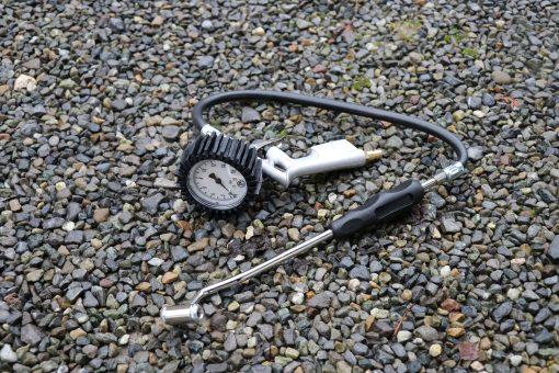 Druckluft-Reifenfuellgeraet Tankstellenstecker 0-16 bar
