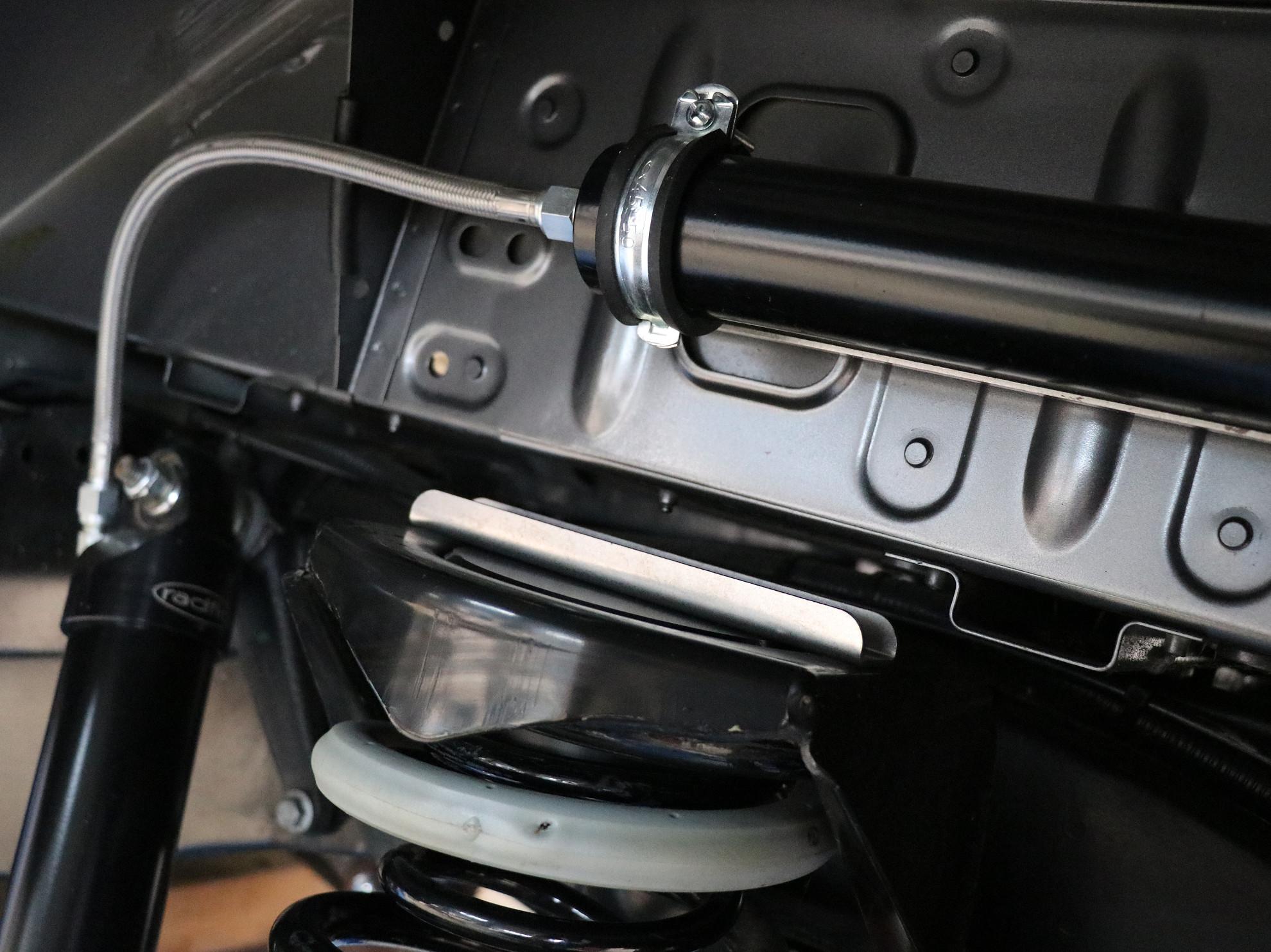 Federfuehrung fuer Zusatzfedern Land Rover Defender.001
