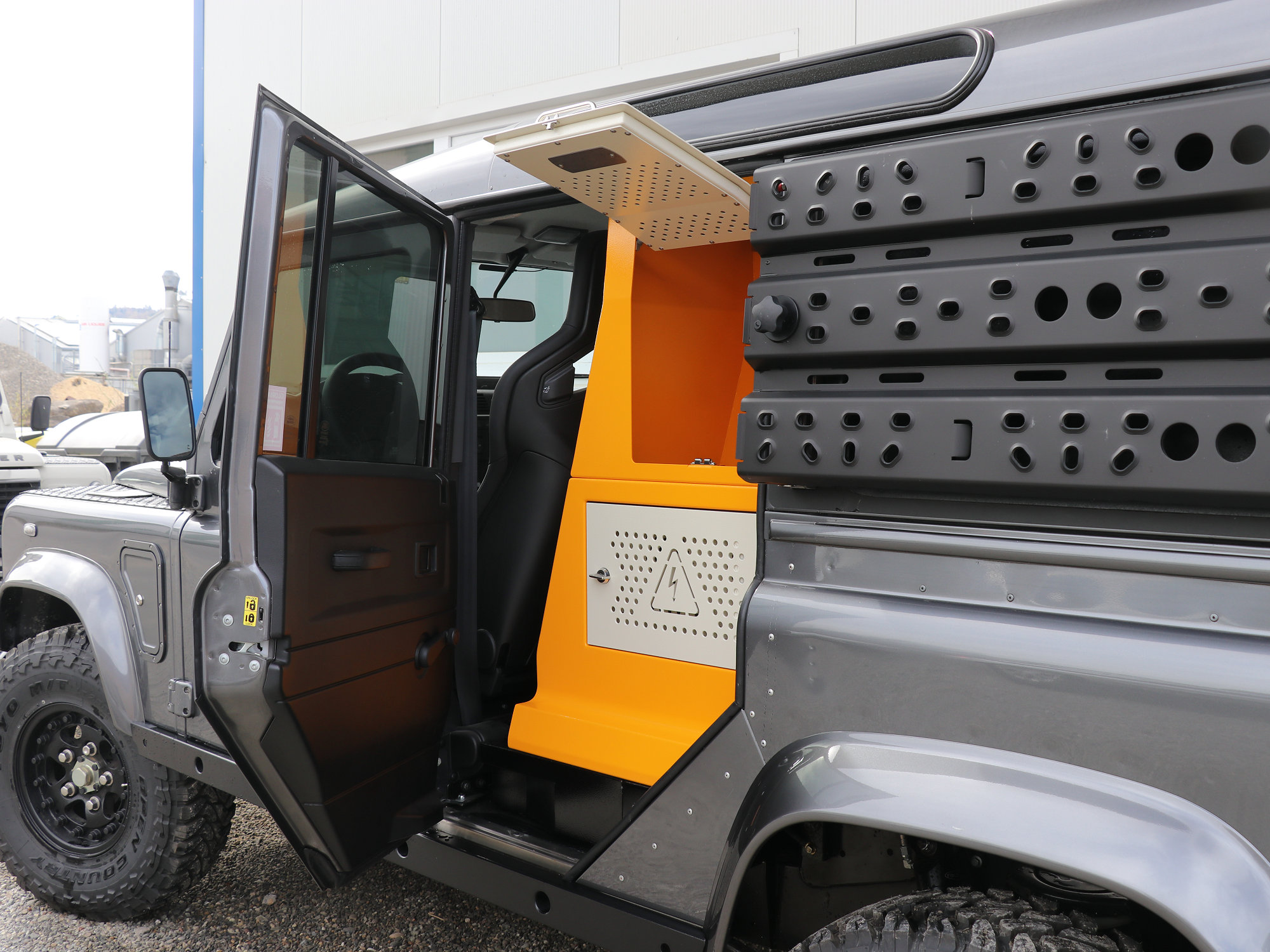 FBOX Land Rover Defender.010