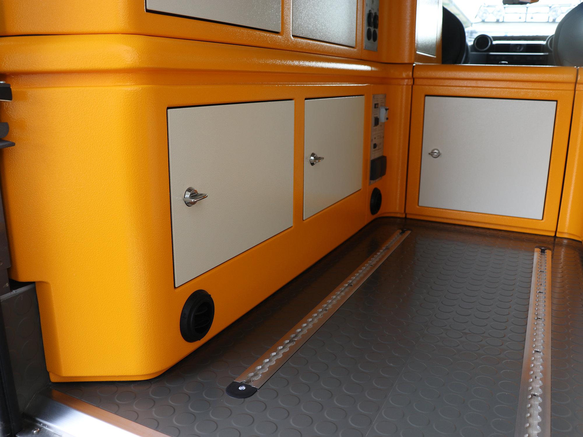 Sitzbox Fahrer Land Rover Defender.003