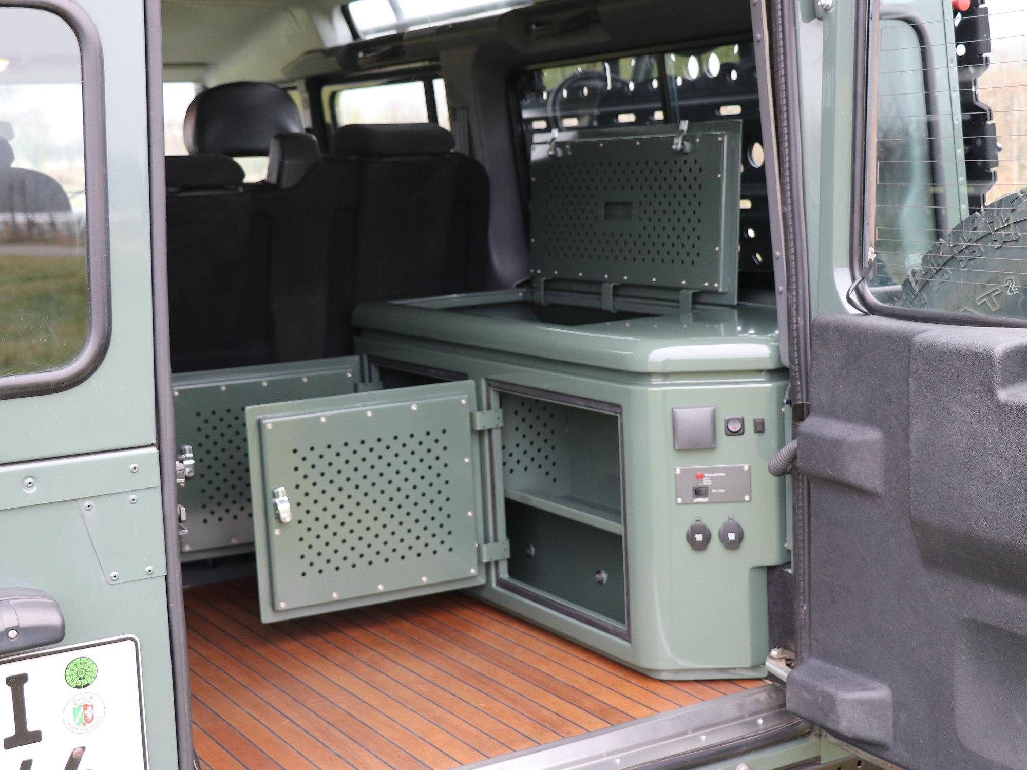 Sitzbox rechts Land Rover Defender.007