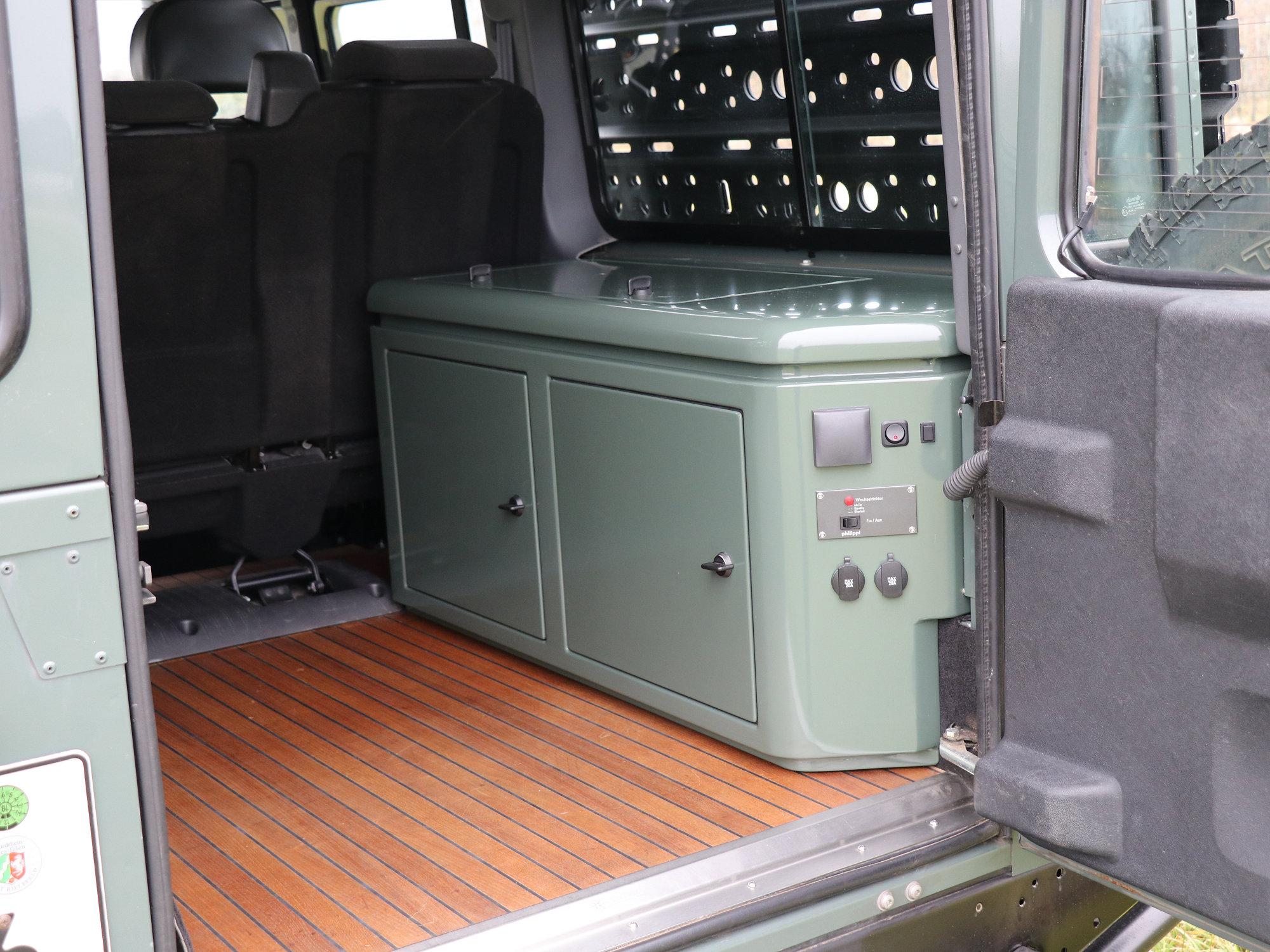 Sitzbox rechts Land Rover Defender.008