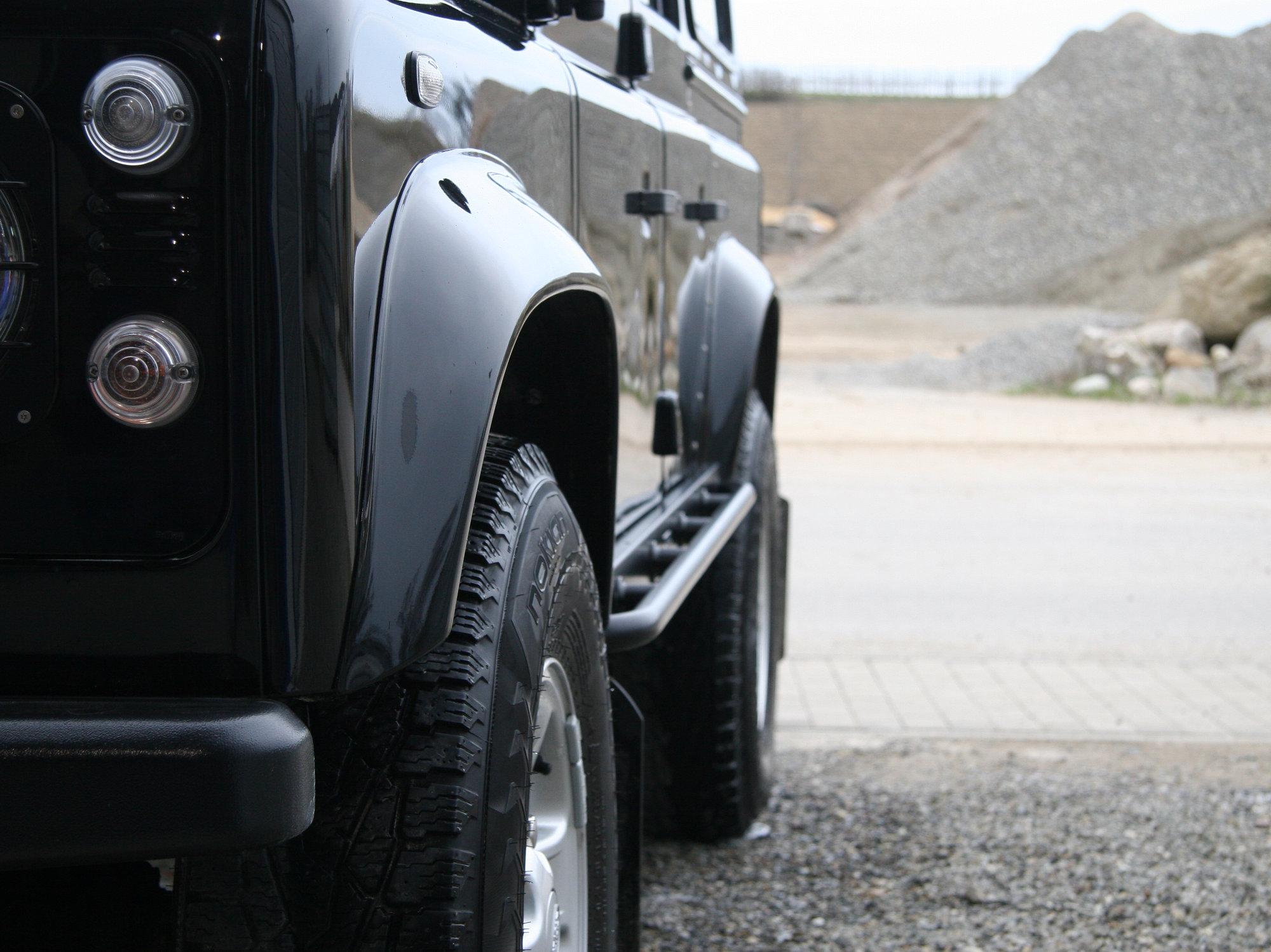 Seitenaufprallschutz mit Rohrbügelerweiterung am Land Rover Defender