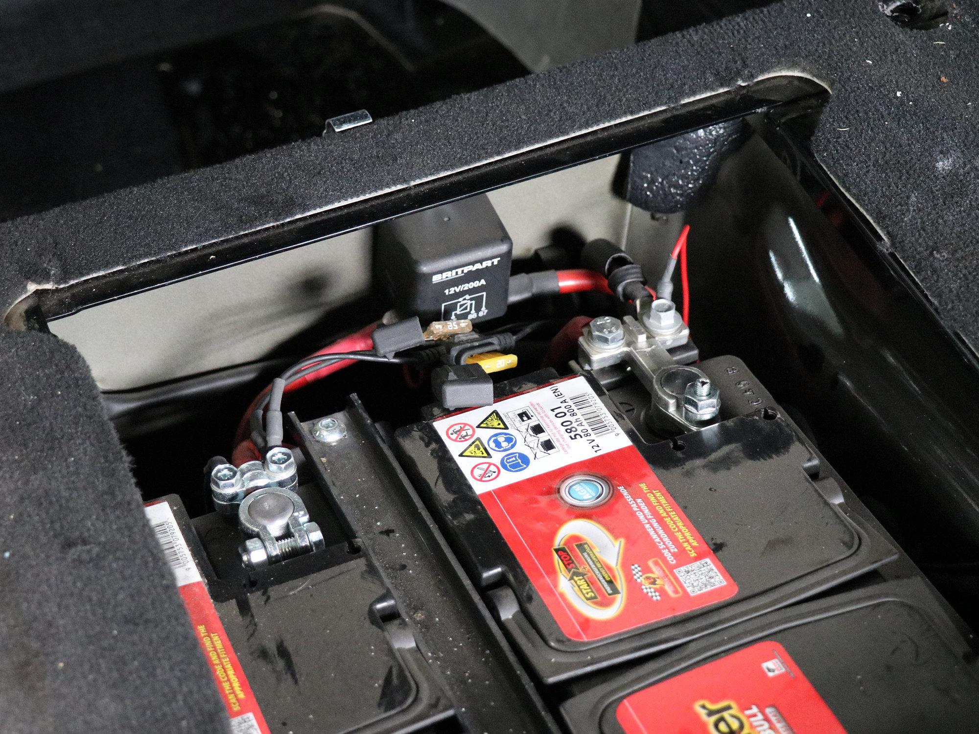 ursprünglich eingebautes Doppelbatteriesystem