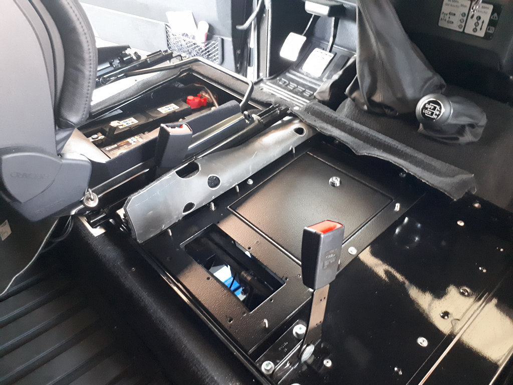 Passt immer: Dikumentensafe im Land Rover Defender