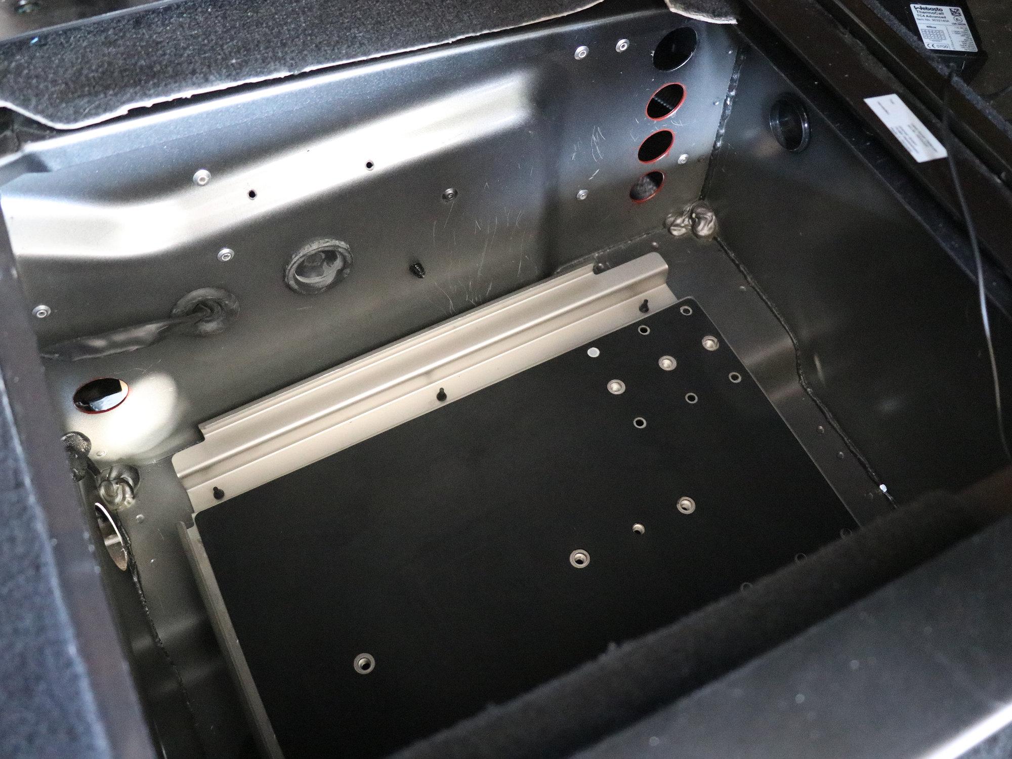 Neues Doppelbatteriesystem mit robustem Träger aus Edelstahl