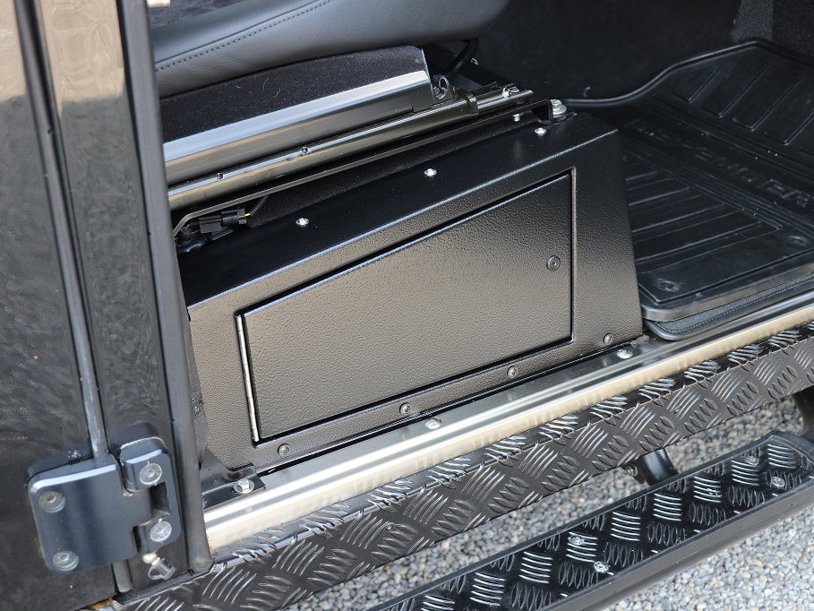 Junction-Box II. im Land Rover Defender