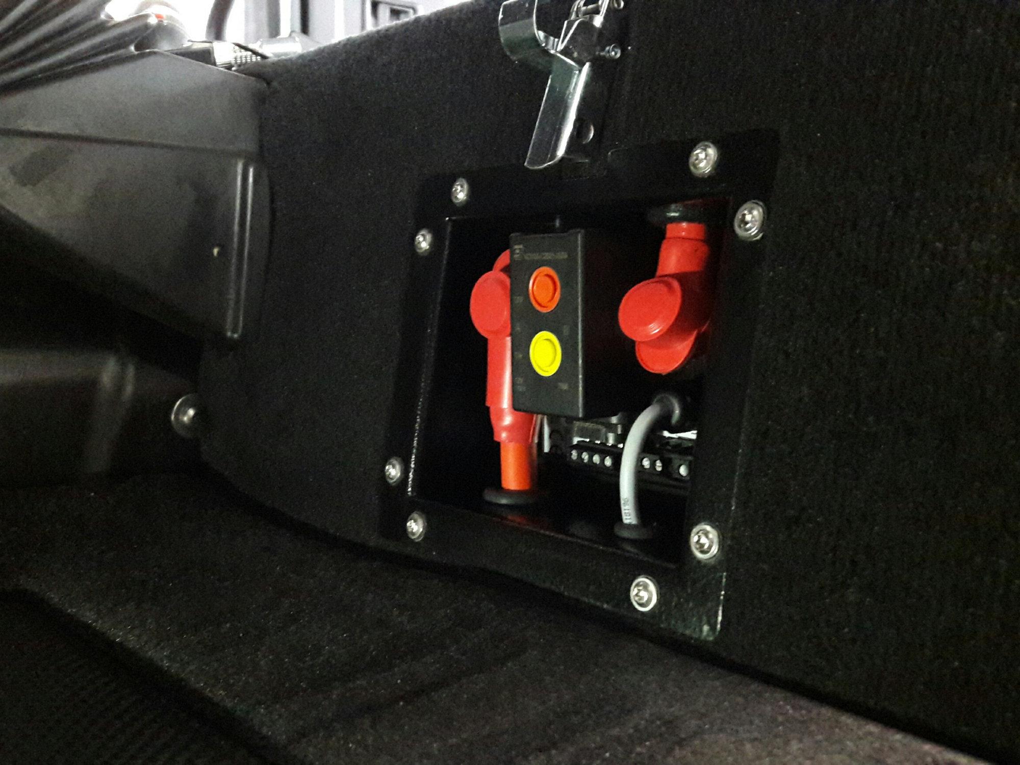 der mit dem Doppelbatteriesystem eingebaute fernsteuerbare Batteriehauptschalter ist Grundbaustein für das später zu installierende Philippi Bus-System