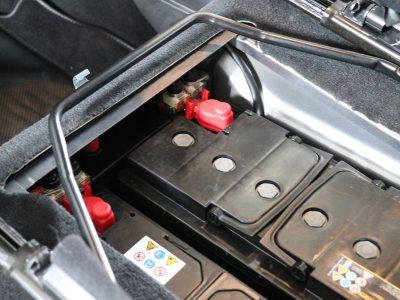 Doppelbatteriesystem im Land Rover Defender nach der Überarbeitung