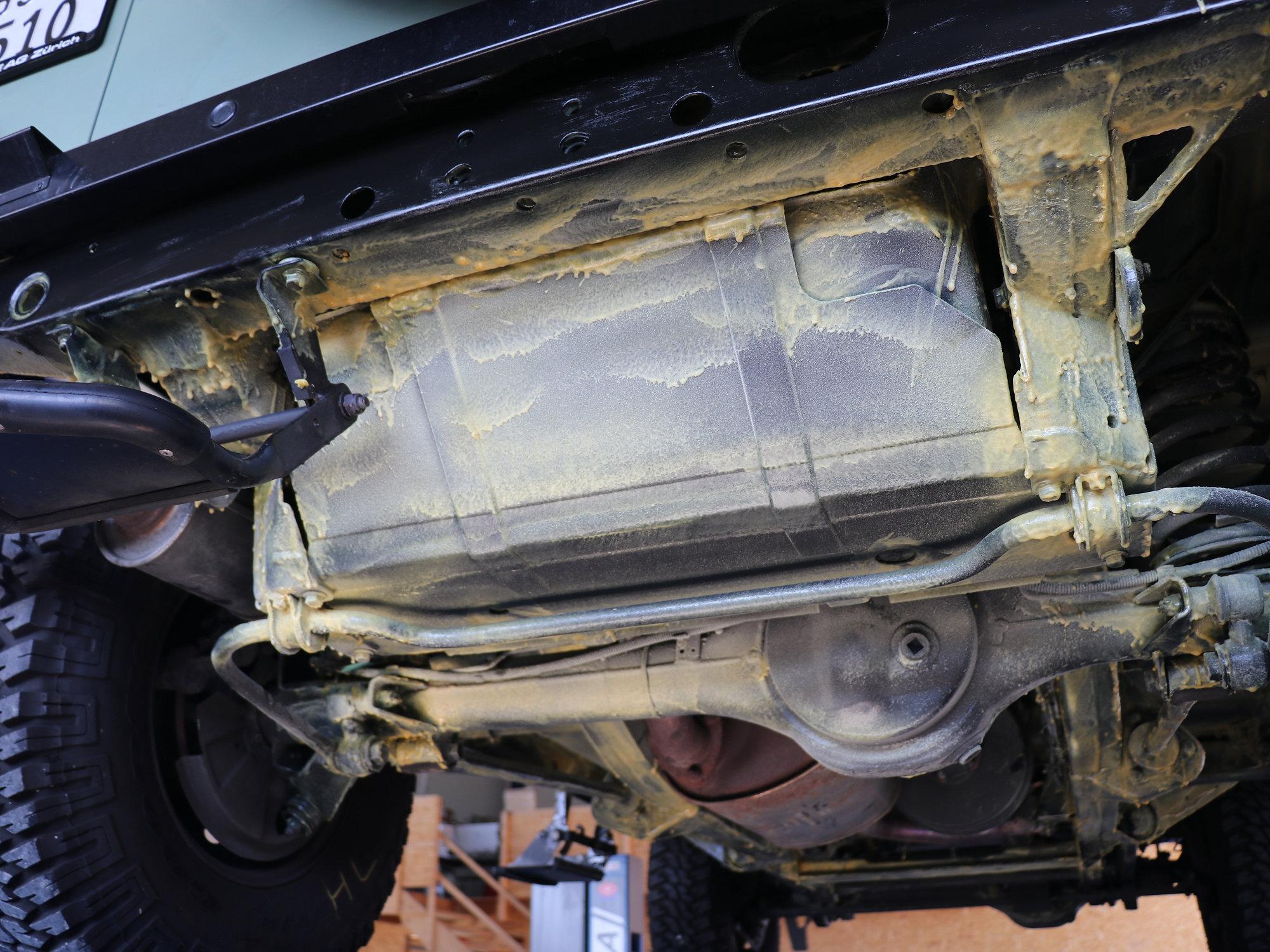 Unterbodenschutz mit Time Max an einem Land Rover Defender