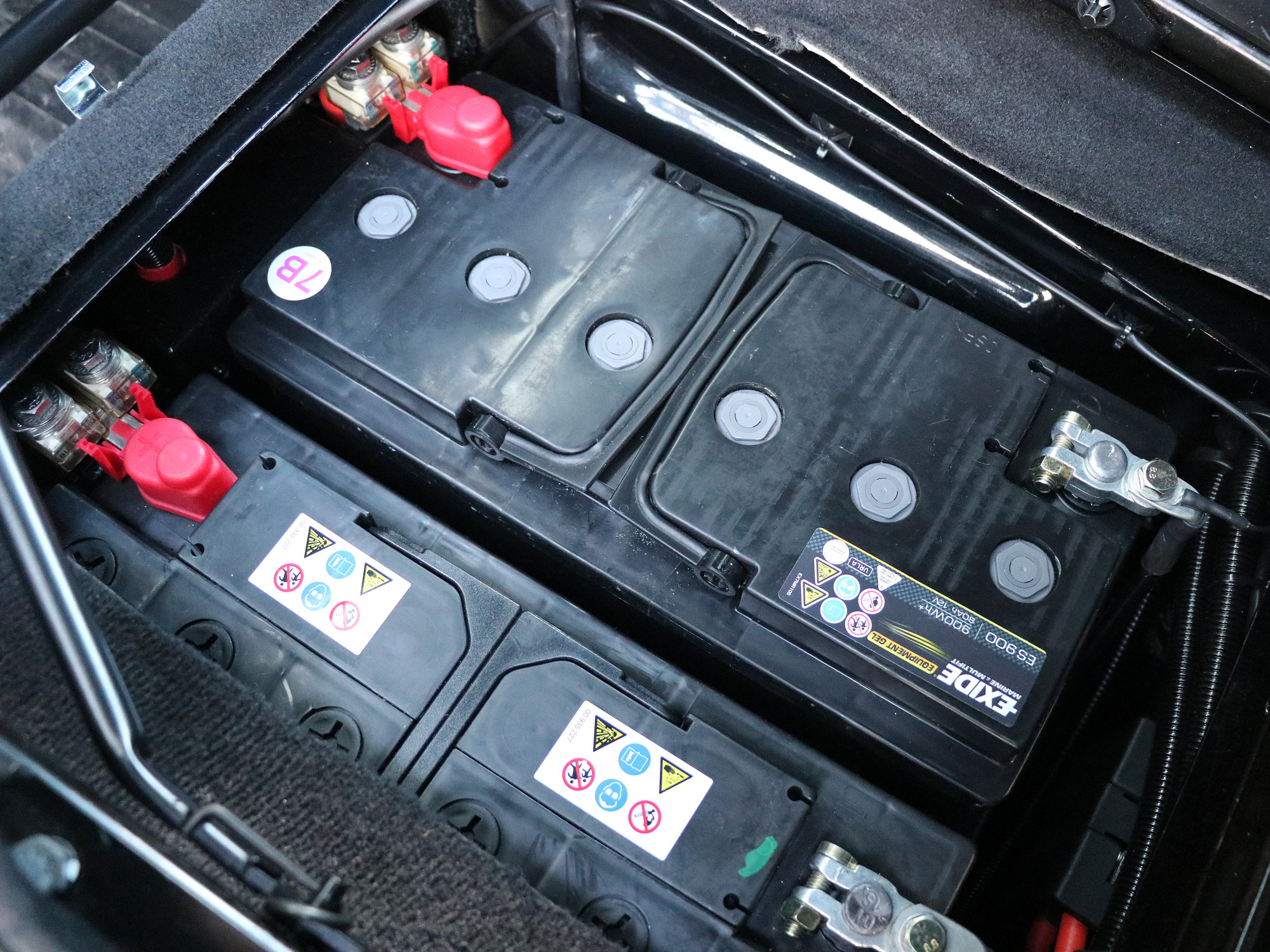 Doppelbatteriesystem mit Notstartfunktion im Land Rover Defender