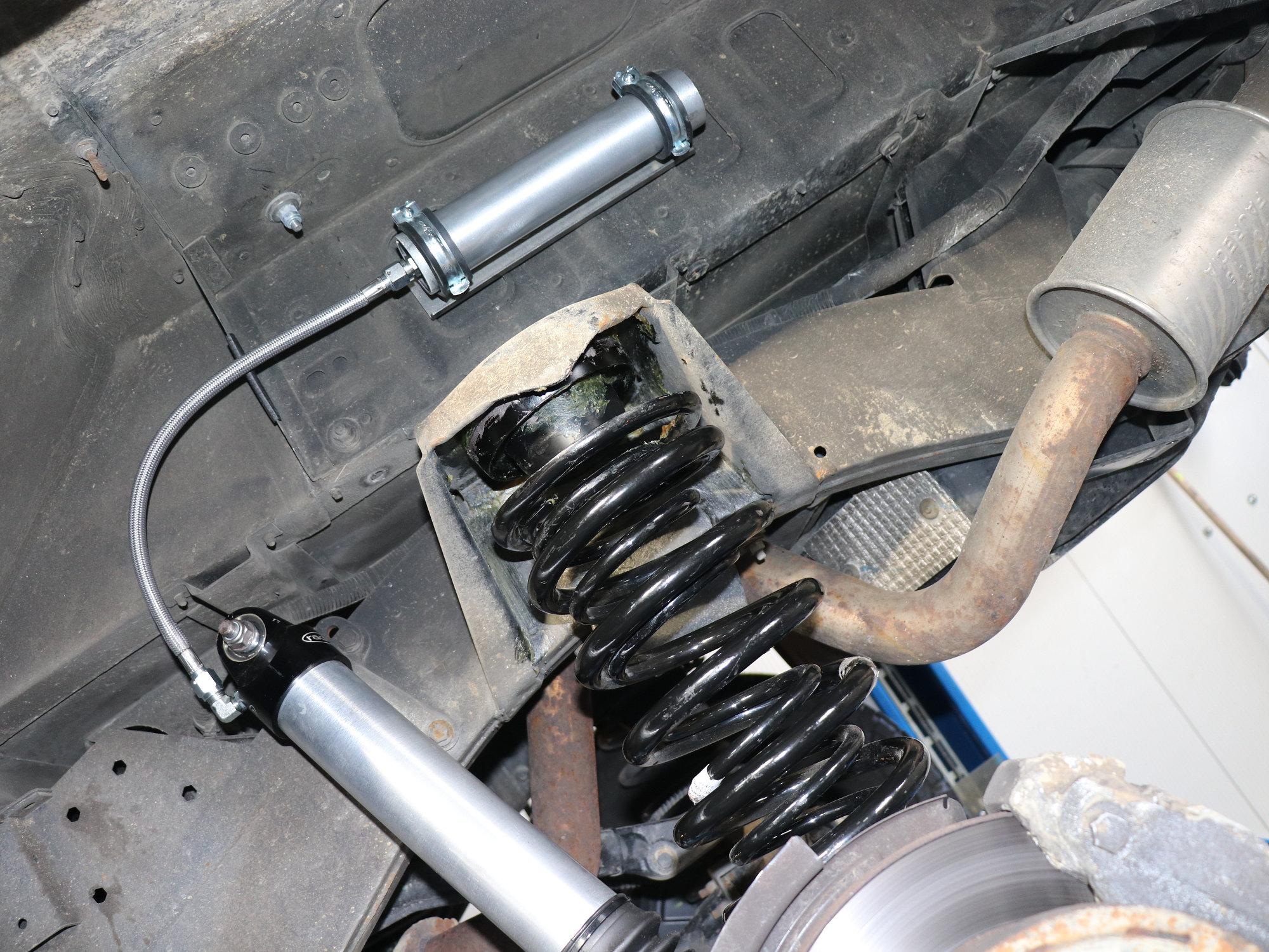 Land Rover / Radflo Fahrwerk mit Innenfedern an der Hinterachse und Federzentrierung