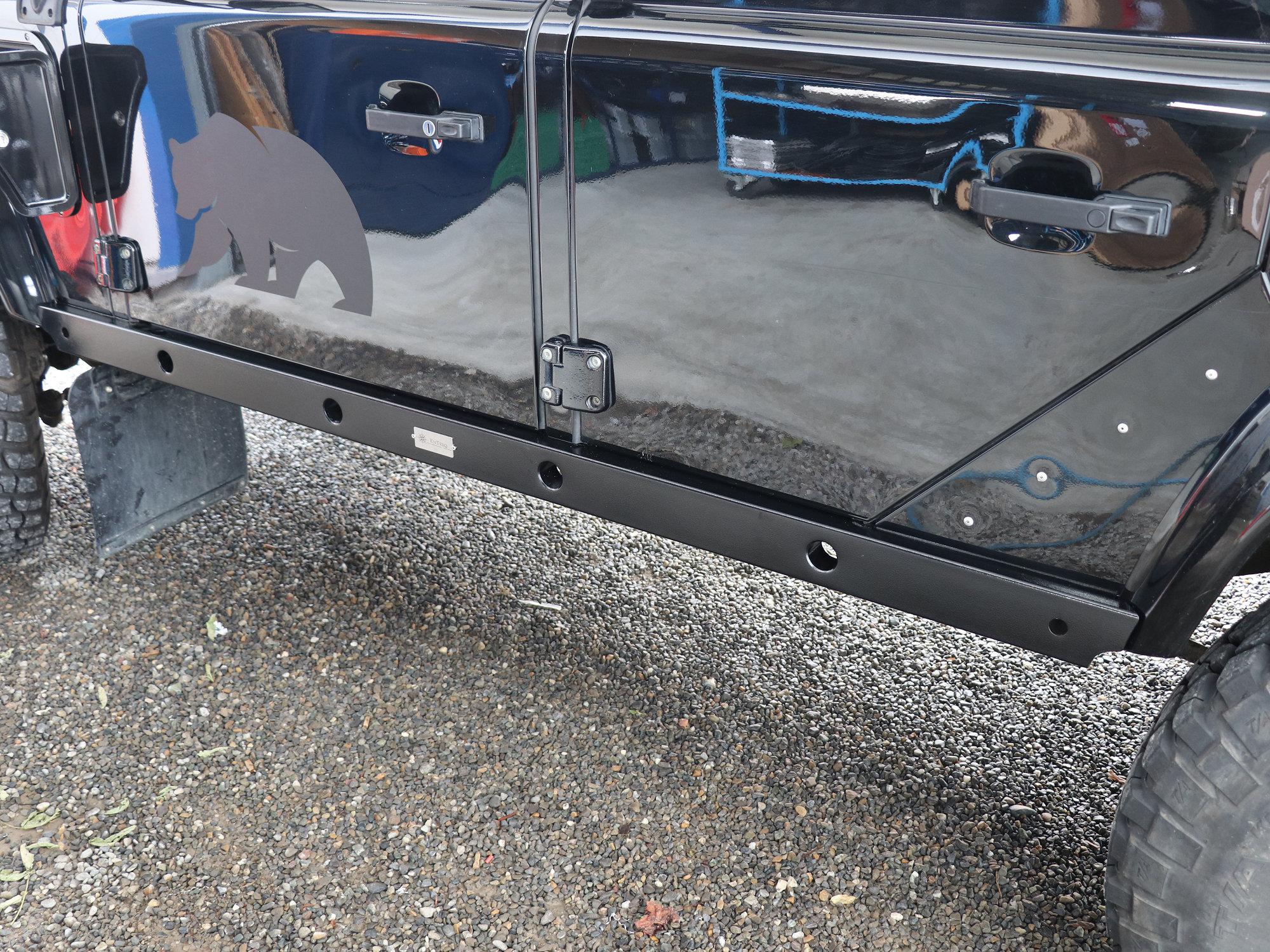 Seitenaufprallschutz aus Edelstahl, RAL9005 Grobstruktur beschichtet