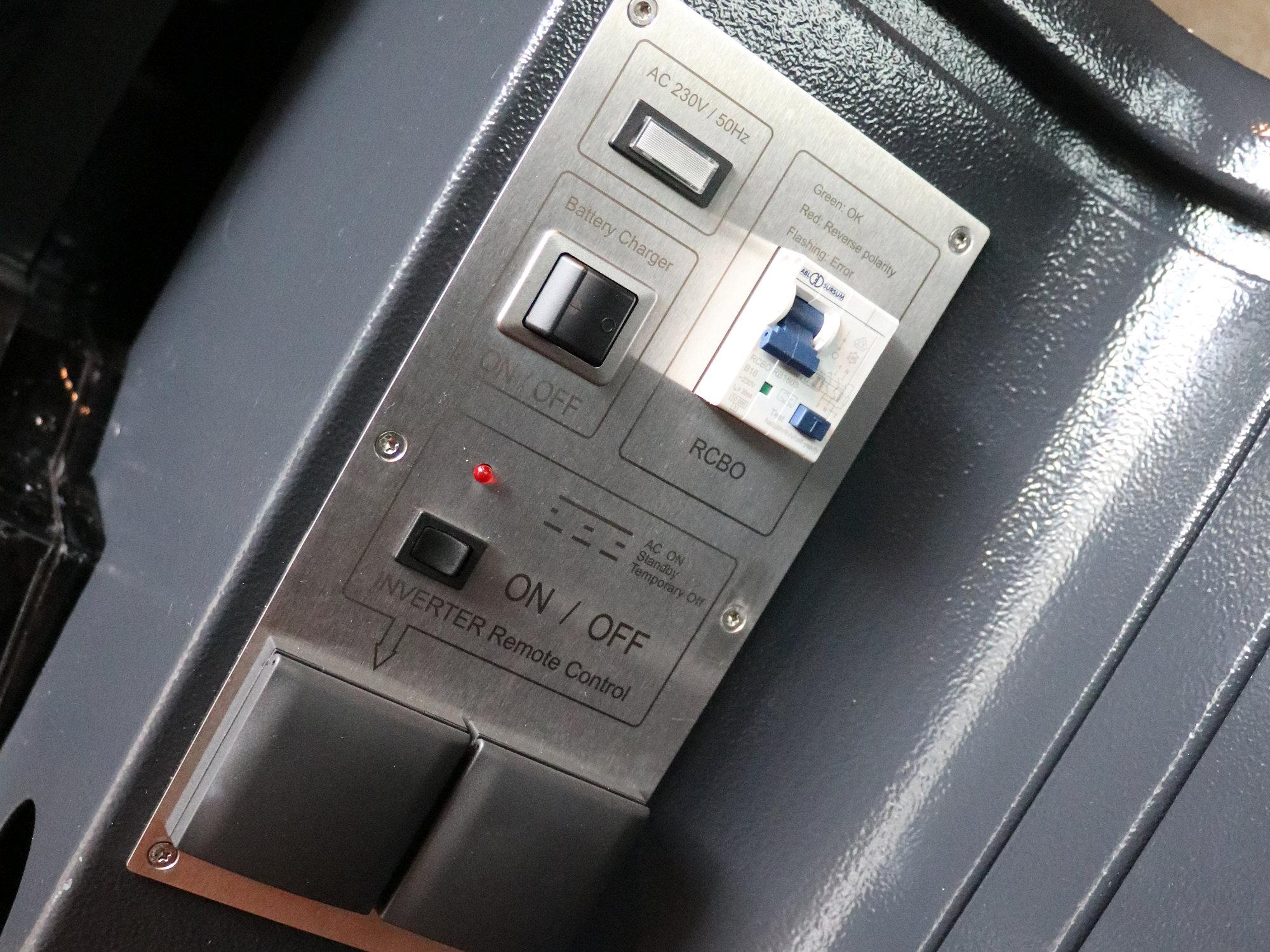 Schaltpanel für Batterieladegerät, Wechselrichter, Landstromübernahme (230V)