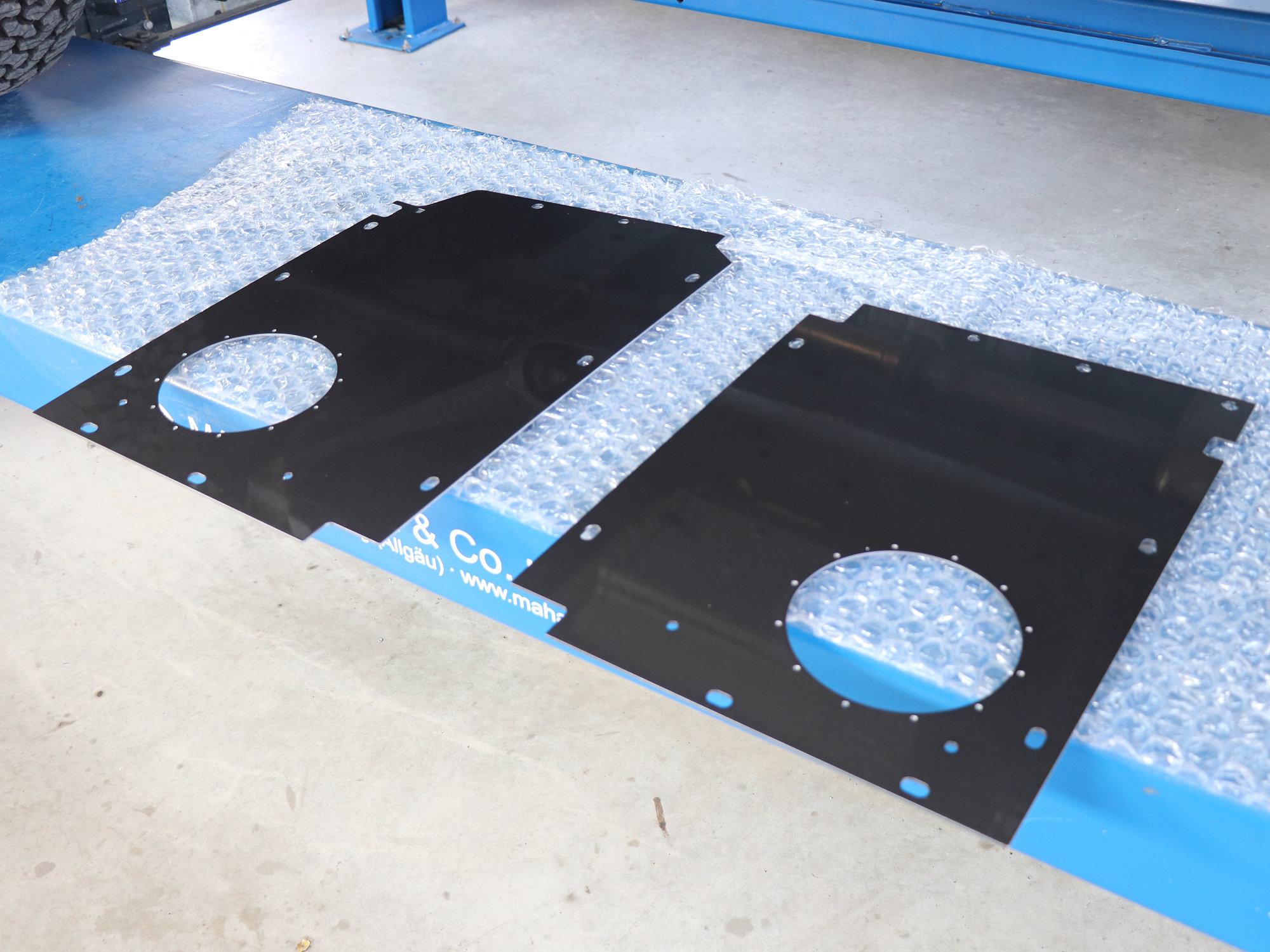 Neue Bodenbleche für die Unterflur-Dieseltanks im Land Rover Defender.001