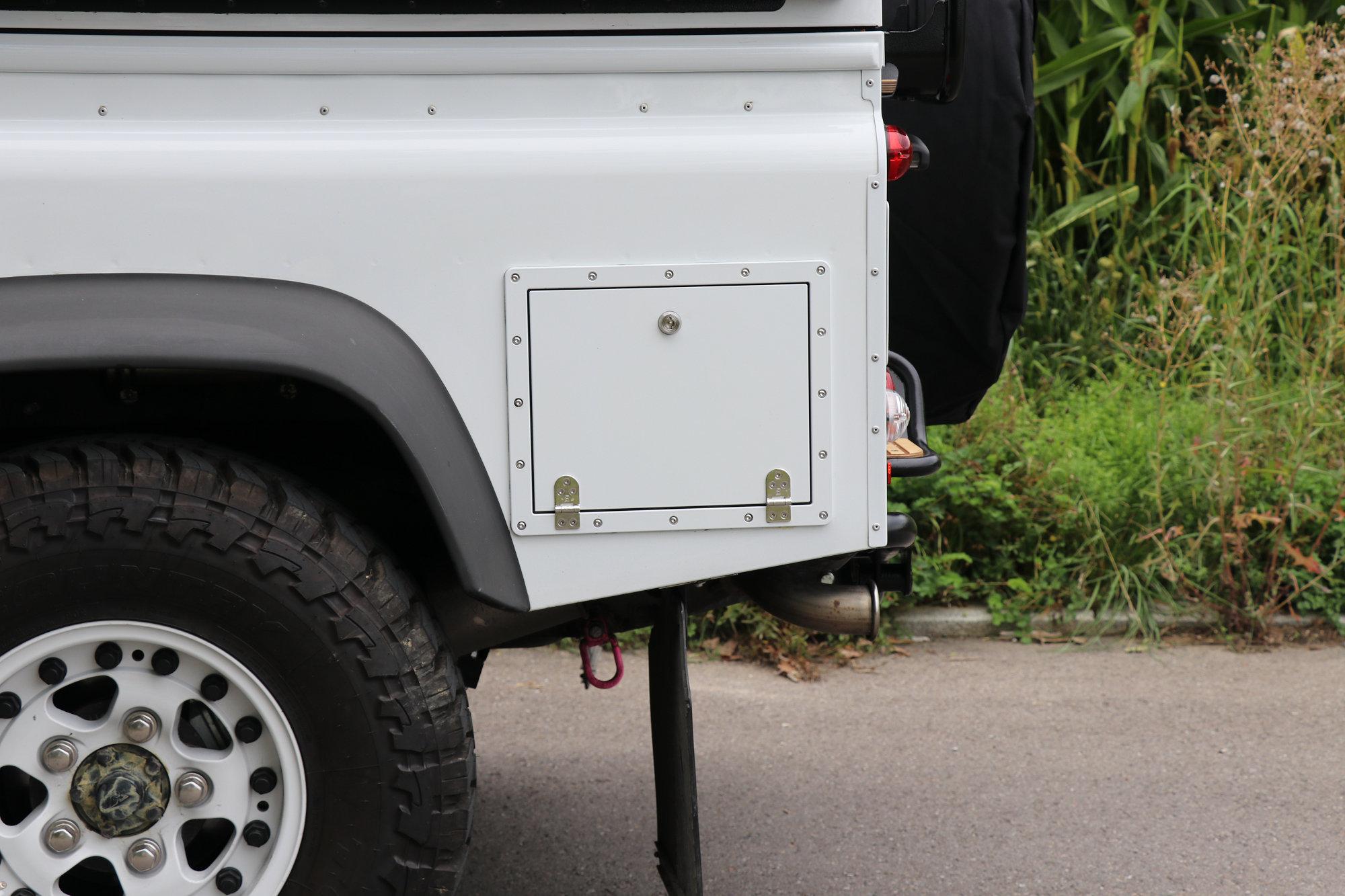 Staubox Seitenwand Radkastenstaubox Land Rover Defender.004