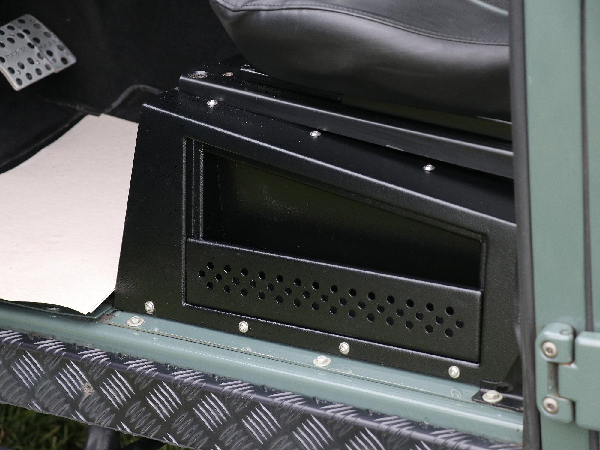 Staufach Sitzbasis Land Rover Defender