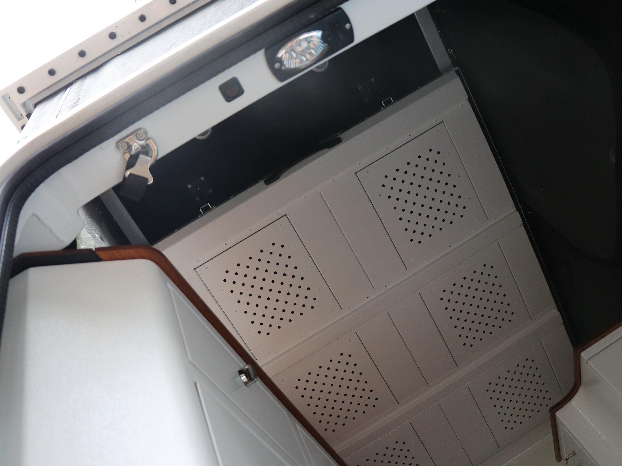 Fanello-Bett im Hubdach für den Land Rover Defender.001