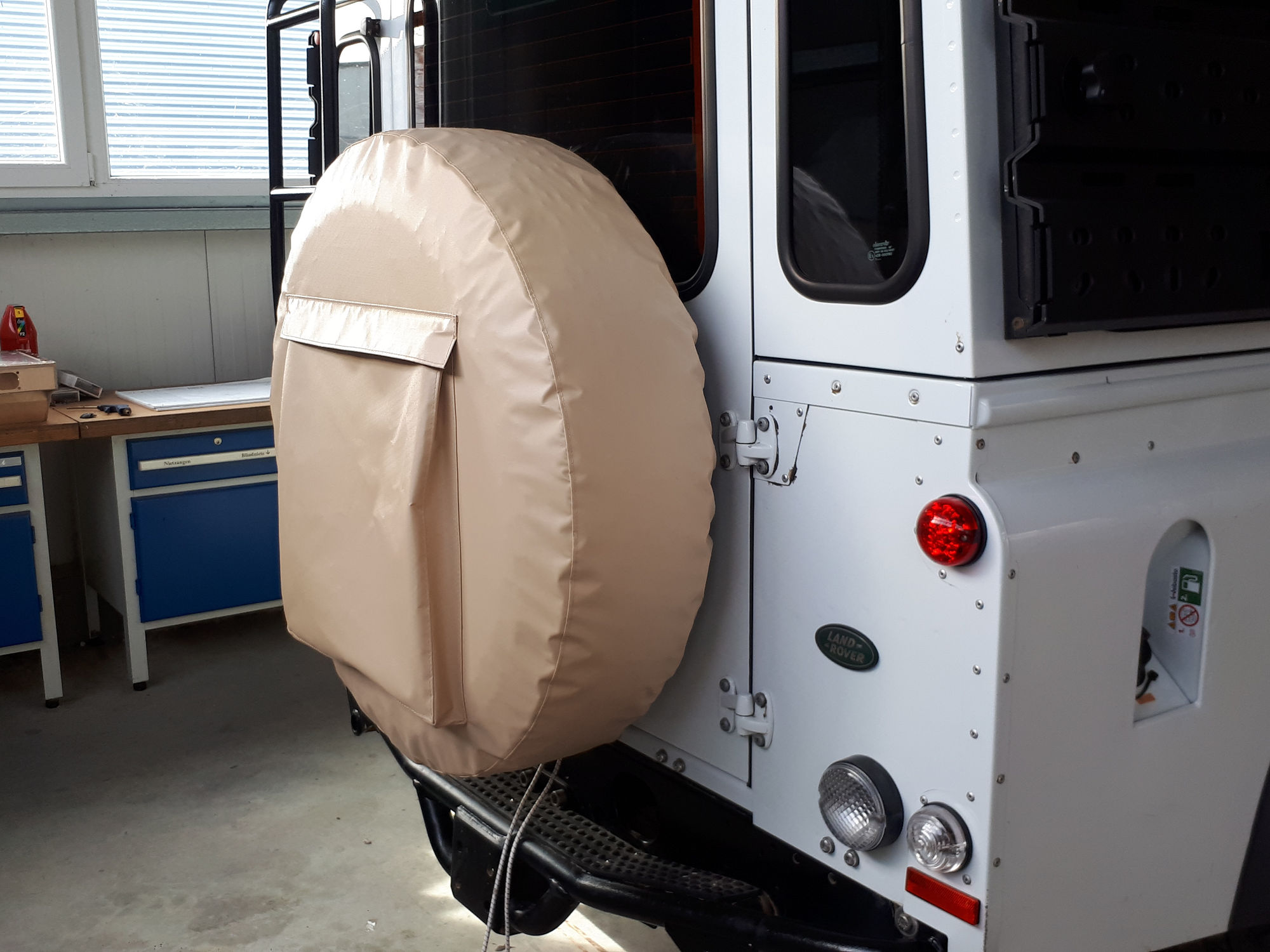 Reserveradhuelle Land Rover Defender spare wheel cover.000
