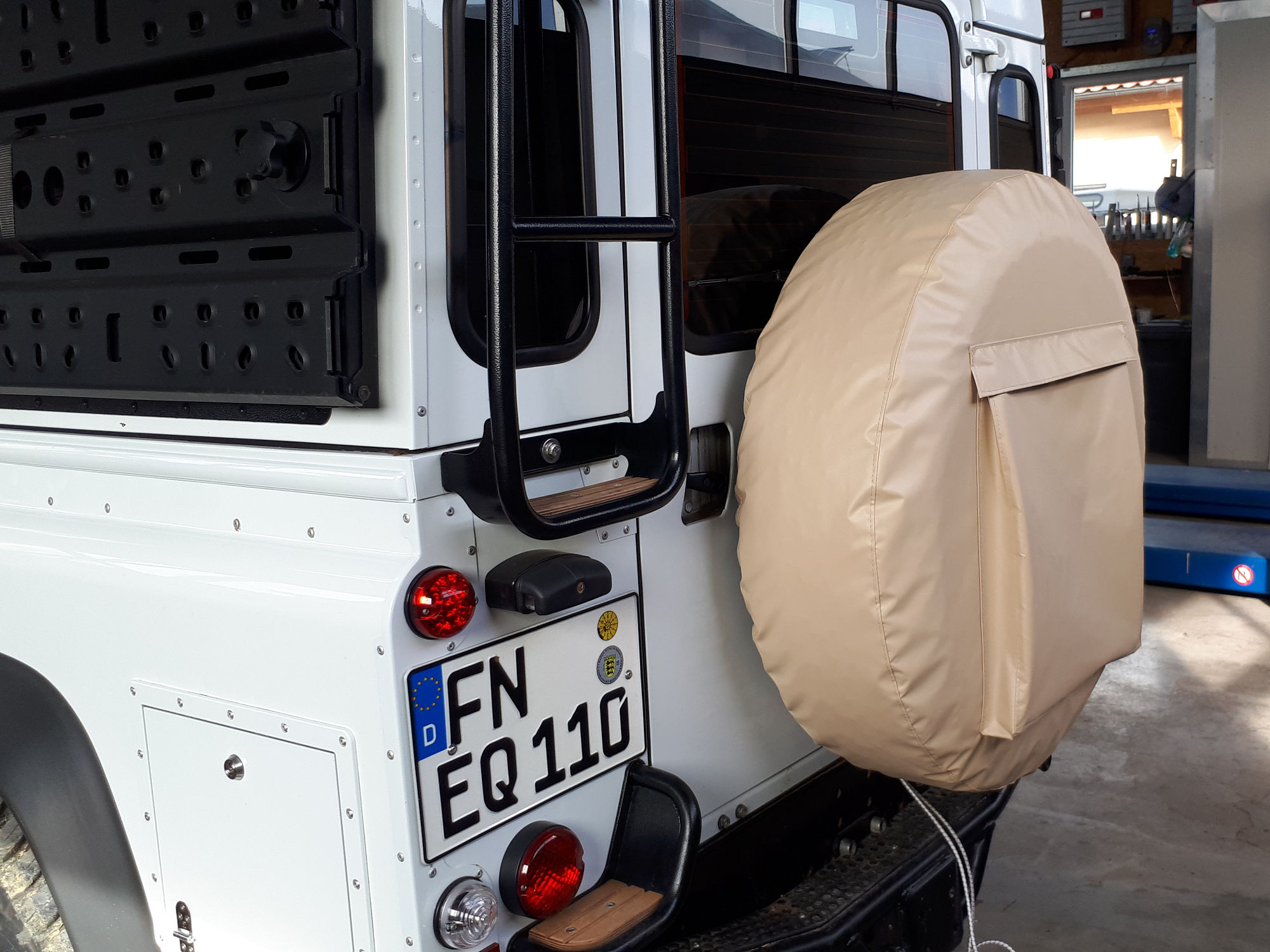 Reserveradhuelle Land Rover Defender spare wheel cover.001