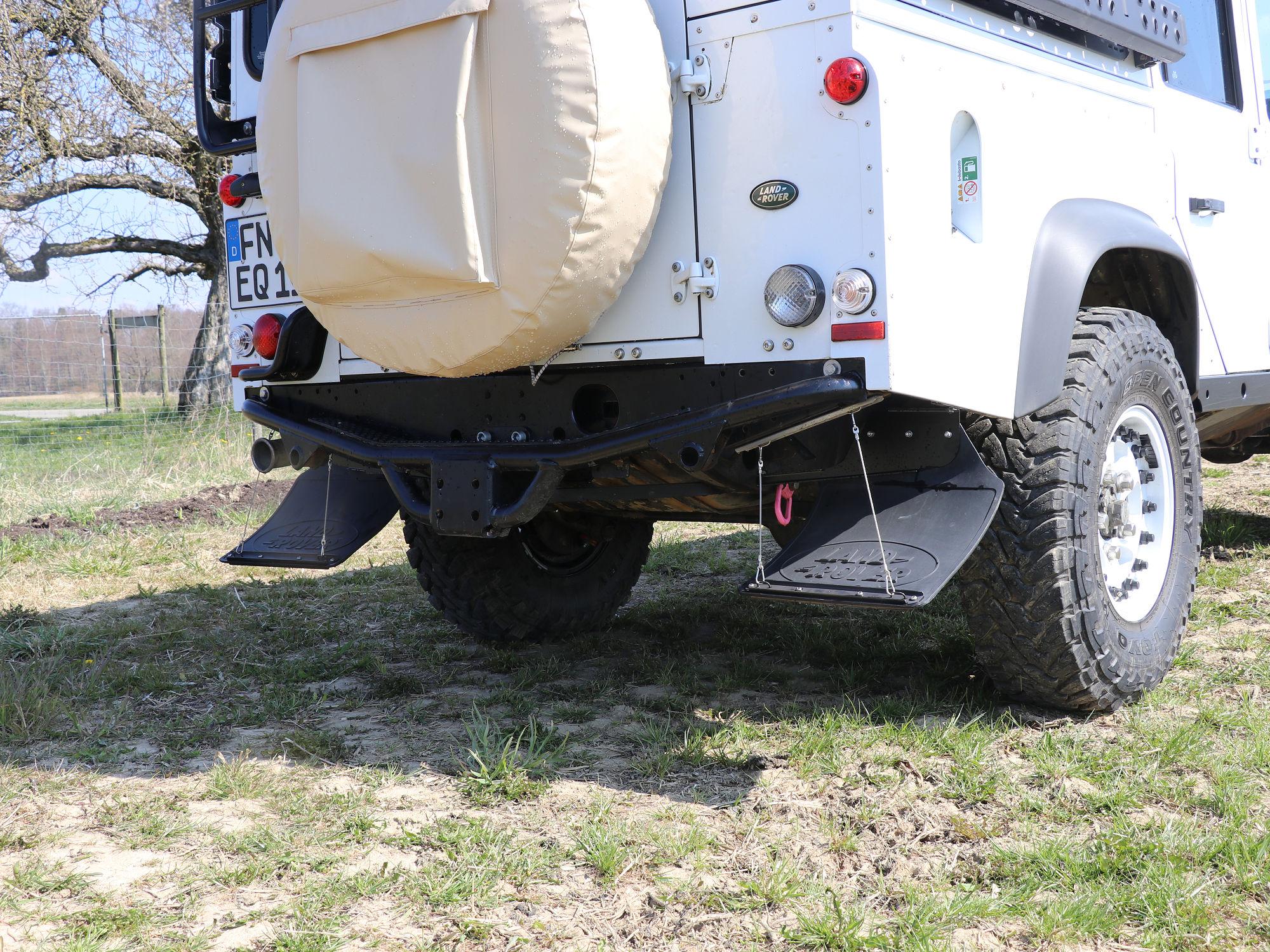 Spritzlappenhalterung Land Rover Defender.001